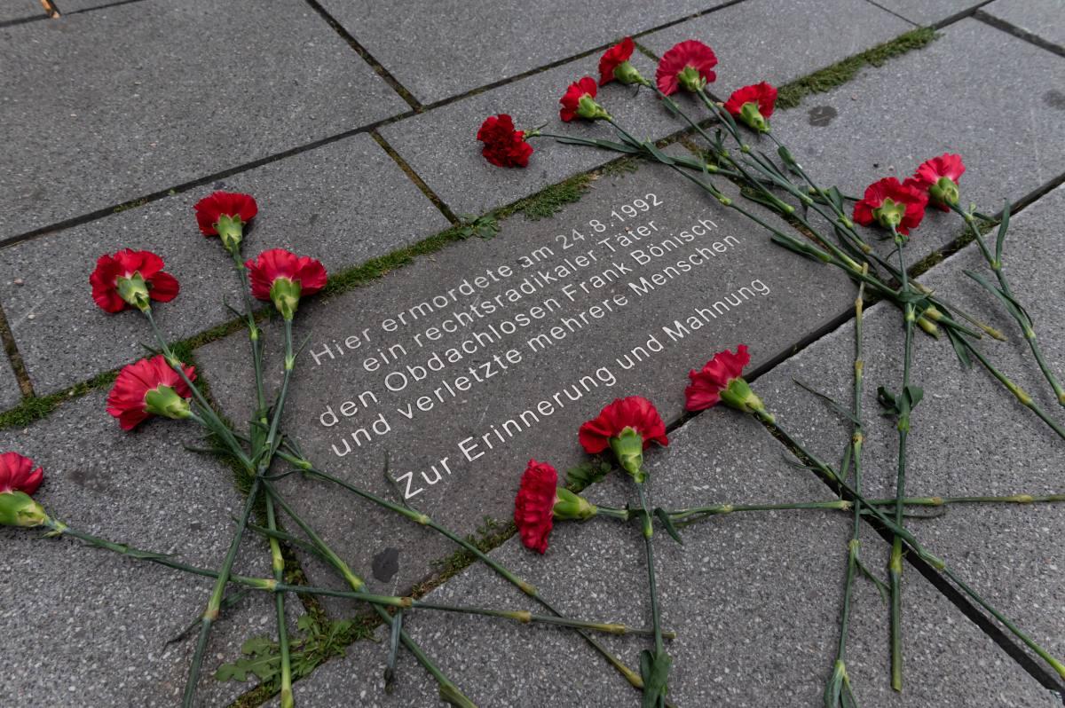 2020 Initiative Kein Vergessen Koblenz Gedenken Frank Boenisch Todesopfer rechter Gewalt Gedenkplatte